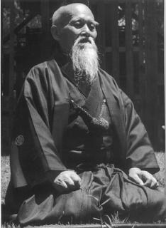 Ueshiba beim meditieren
